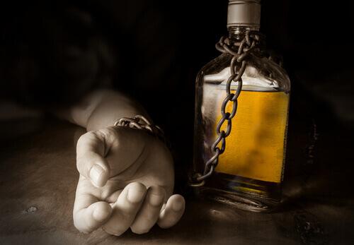 Bere alcolici e postare sui social media